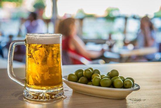 beber cervezas en una terraza - post Birra365